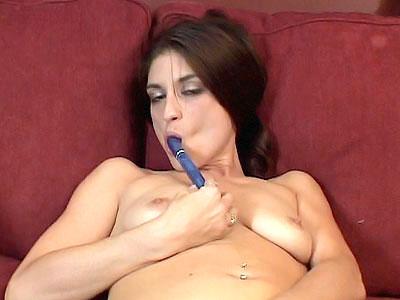 curvy MILF Masturbating